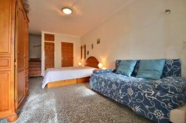 acheter maison empuriabrava, chambre à coucher avec un canapé et lit double