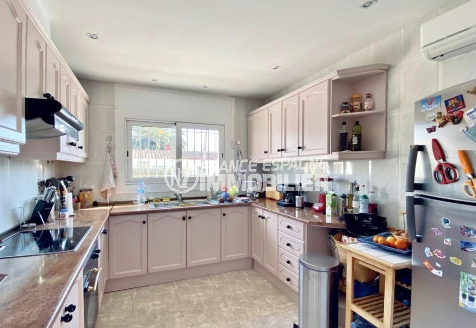 maison a vendre espagne costa brava, 136 m², cuisine indépendante aménagée et équipée