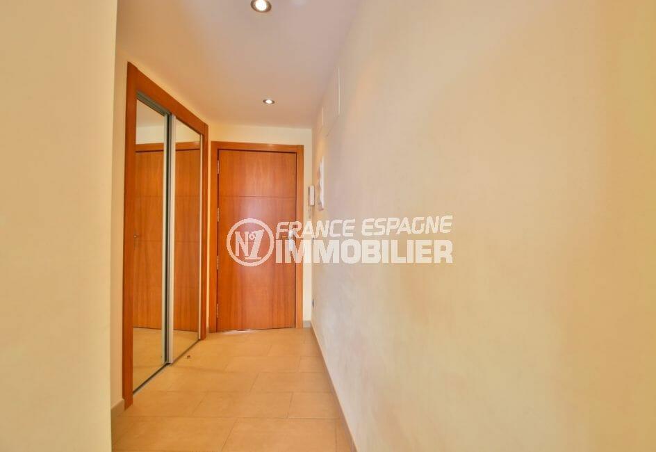 agence immobiliere costa brava: appartement, entrée avec armoire / penderie encastrée