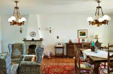 maison a vendre espagne, 200 m², salon / séjour avec cheminée, lustres au plafond
