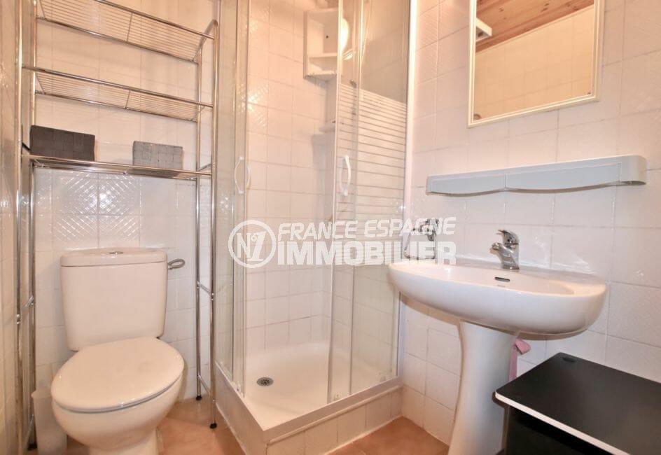 empuriabrava property: appartement 28 m² vue mer, salle d'eau avec douche et wc