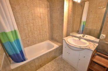 la costa brava, 46 m² vu canal, jolie salle de bain moderne avec baignoire