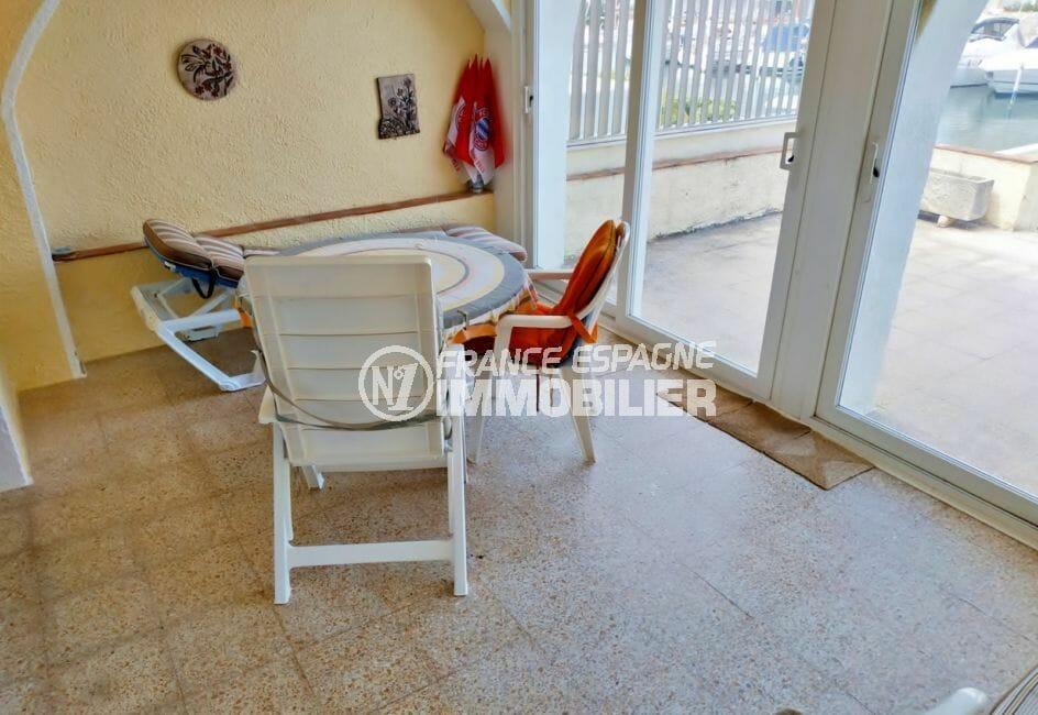 agence empuriabrava: villa 200 m², véranda aménagée et séparée de la terrasse