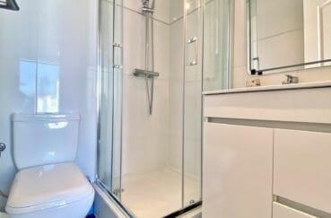 achat villa empuriabrava, 136 m², salle d'eau dans la chambre parantale