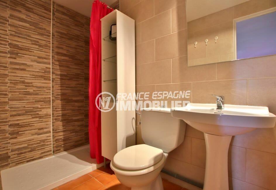 appartement a vendre costa brava, salle de bain moderne avec douche et wc