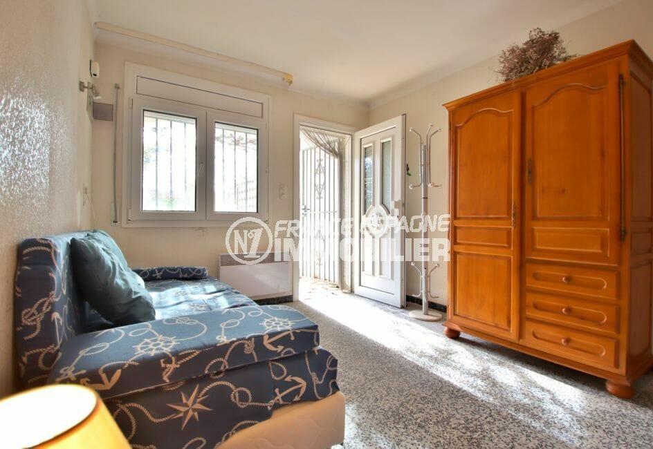 agence empuriabrava: villa 72 m², chambre à coucher avec porte donnant sur la terrasse