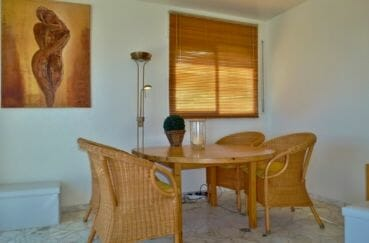 immocenter roses: villa 140 m², espace convivial pour déjeuner