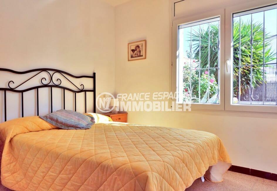 vente maison empuriabrava, secteur prisé, première chambre double lumineuse