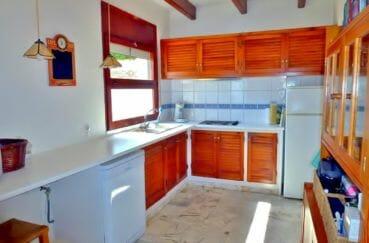 immo center roses: villa 140 m², cuisine indépendante avec des rangements