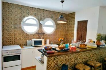 la costa brava: villa 200 m², cuisine américaine ouverte sur la salle à manger