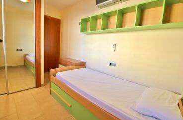 vente appartements rosas espagne, chambre à coucher avec armoire / penderie encastrée