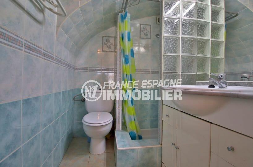 la costa brava: villa 72 m², belle salle d'eau moderne avec douche et wc