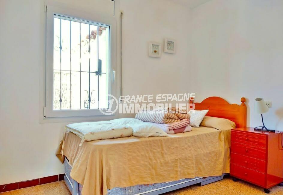 maison a vendre a empuriabrava, plage 250 m, troisième chambre avec lit simple