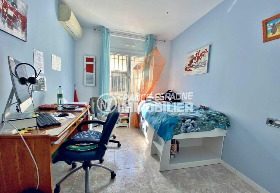 immocenter empuriabrava: villa 136 m², 2° chambre à coucher lumineuse (clim dans toutes les chambres)