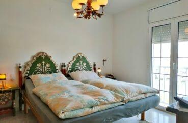maison a vendre a empuriabrava avec amarre, 200 m², 1° chambre à coucher, lustre au plafond