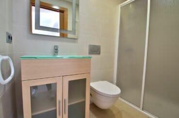 vente immobilier rosas espagne: appartement, salle d'eau, grande douche italienne, wc