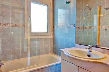 maison a vendre espagne, 79 m², salle de bains avec baignoire et meuble vasque