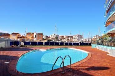 appartement rosas vente, résidence avec belle piscine communautaire