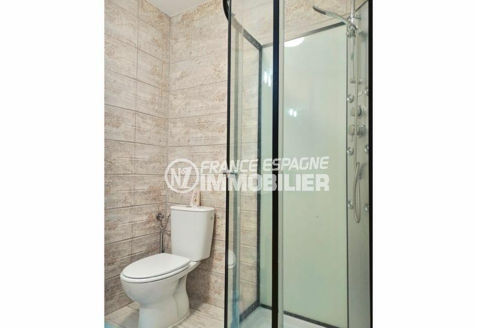 maison a vendre a empuriabrava, salle d'eau avec cabine de douche hydromassante, wc