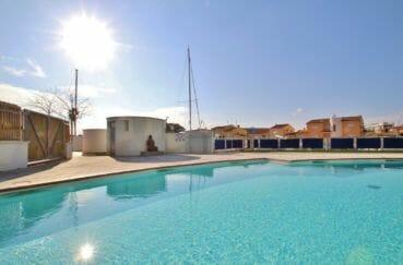 vente appartement roses espagne, résidence avec piscine communautaire, proche plage