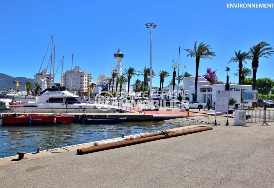 port de plaisance d'empuriabrava avec ses beaux bateaux et voiliers