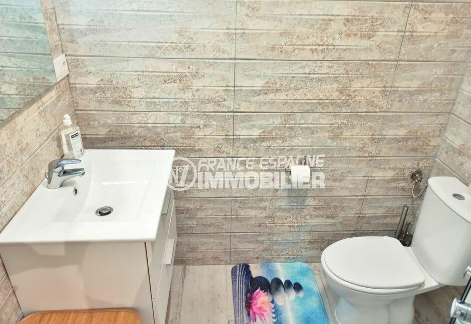 vente empuriabrava: villa salle d'eau avec vasque avec sous meuble, wc refaite à neuf