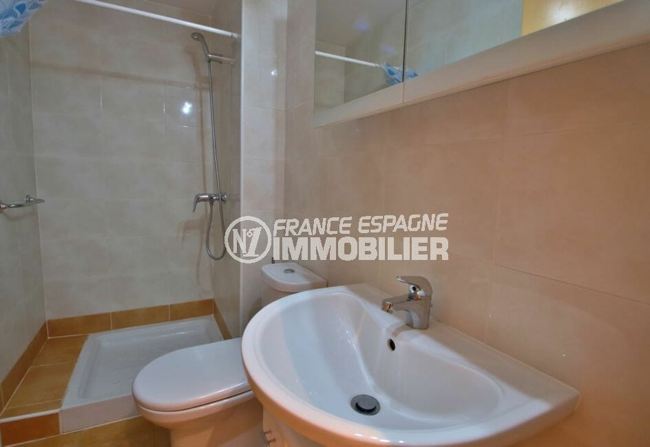 vente immobilier rosas espagne: appartement 100 m², salle d'eau avec douche et wc