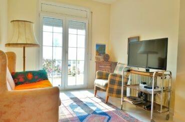 maison a vendre espagne costa brava, 200 m² avec amarre, salon avec terrasse, exposition sud
