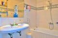 achat rosas: villa 140 m², salle de bain avec baignoire et lavabo