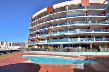 immo center roses: appartement 63 m², résidence de standing, proche plage
