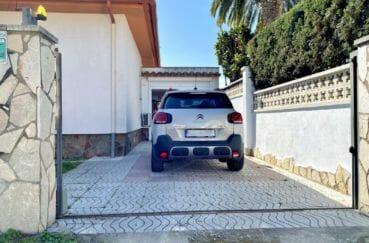 agence immobiliere costa brava: villa 136 m², parking cour intérieur, possibilité garage