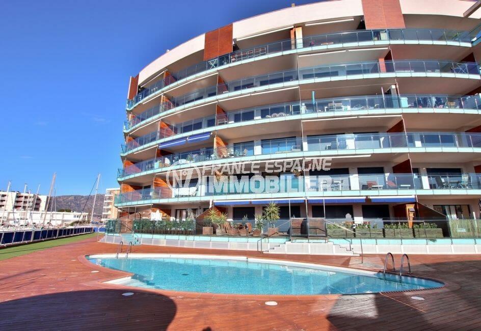 immocenter roses: appartement 63 m², résidence avec piscine communautaire,