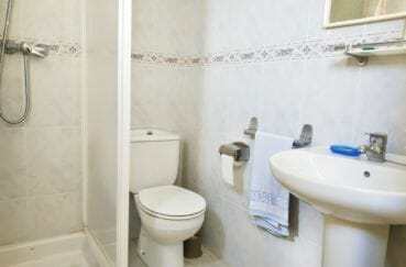 vente maison costa brava, 200 m² avec vue mer, salle d'eau avec douche et wc