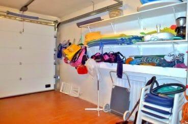 maison roses, secteur prisé, garage de 16 m² avec rangements