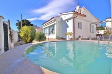 maison a vendre roses, 76 m² avec piscine, grand parking, surface terrain 412 m², proche plage