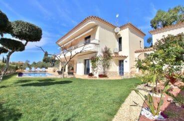 maison a vendre rosas, 5 pièces 215 m² avec studio et appartement indépendants, terrain de 600 m², piscine
