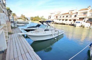 immo empuria: appartement 2 pièces 39 m² avec vue canal, possibilité amarre, plage à 900 m