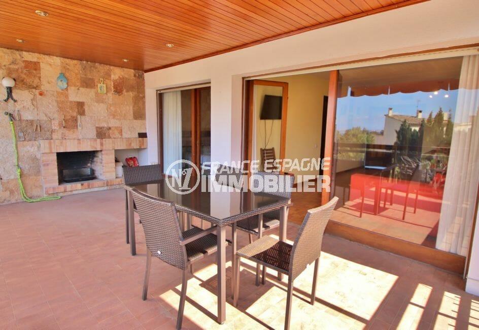 vente appartement rosas, 5 pièces 108 m², grande terrasse avec barbecue, vue mer. piscine, tennis, jardin communautaire