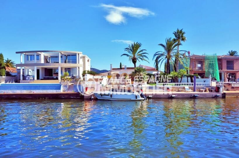 maison a vendre empuriabrava avec amarre, 168 m² avec terrasse vue canal, terrain 405 m², proche plage