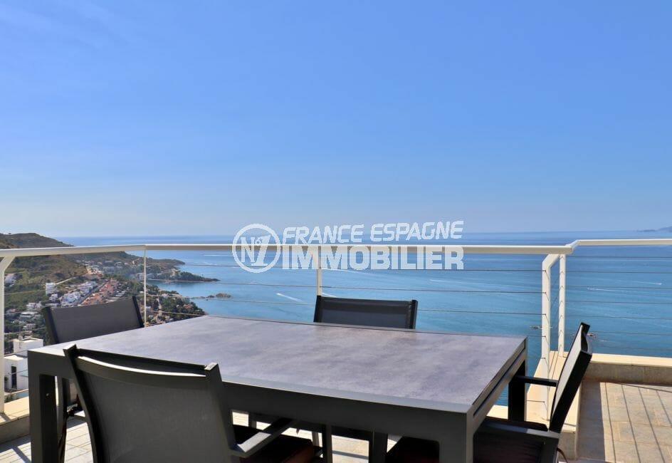 vente immobiliere rosas espagne: villa 255 m², terrasse solarium de 29 m², vue mer, proche plage et commerces