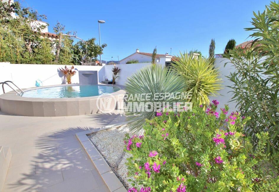 maison roses espagne, villa 76 m², piscine construite sur terrain de 412 m²