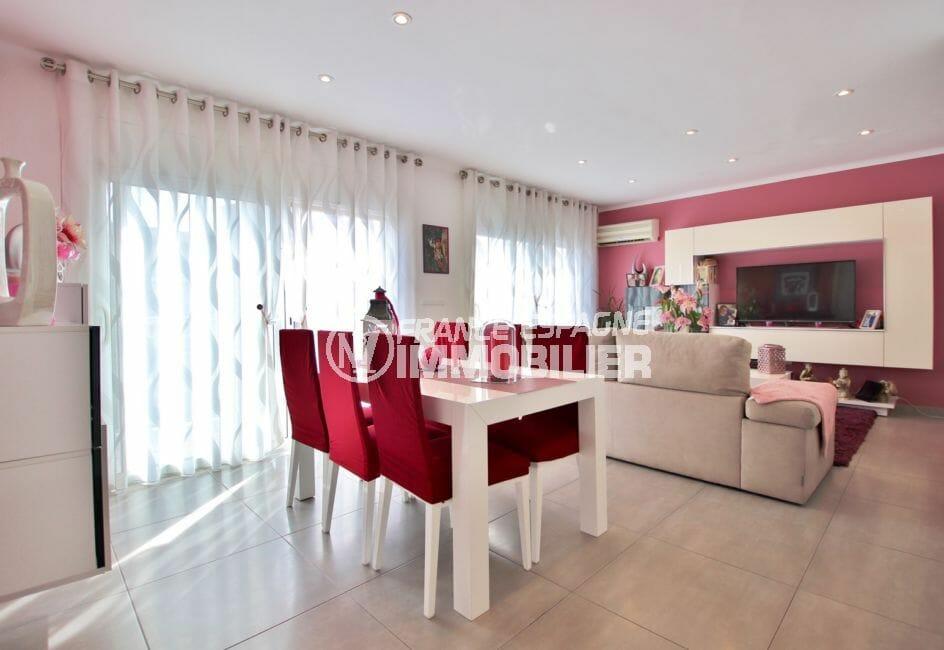 immo roses: appartement 3 chambres 74 m², spacieux séjour donnant sur la terrasse