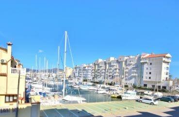appartement a empuriabrava, 97 m² avec 2 terrasses avec vue canal dont une avec barbecue