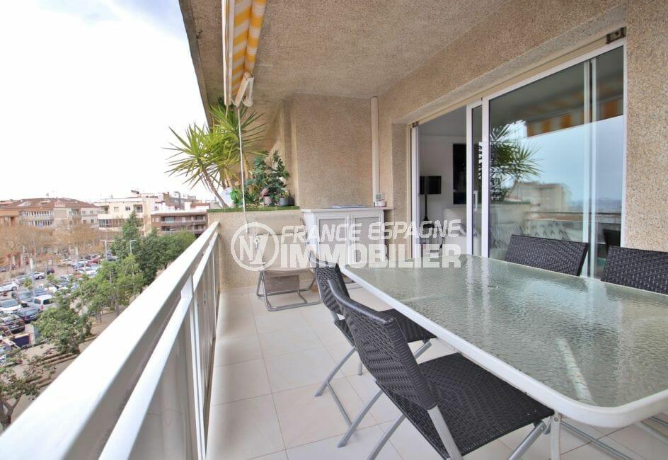immo roses: appartement 4 pièces 88 m², belle terrasse de 15 m avec vue sur la mer
