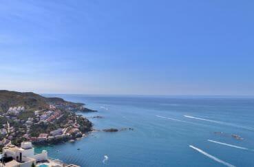 immo roses: villa 255 m² avec terrasse solarium de 19 m², vue mer dégagée