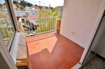 immo roses: appartement 81 m² avec balcon, vue dégagée sur la montagne