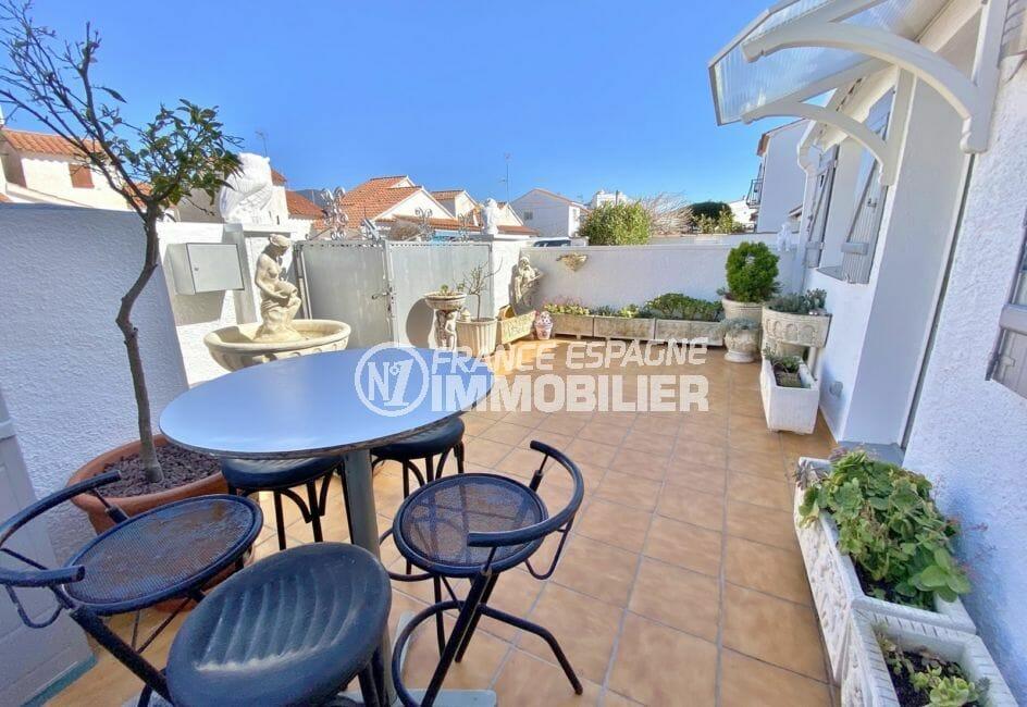 maison a vendre a rosas, villa 70 m², belles terrasses, piscine communautaire