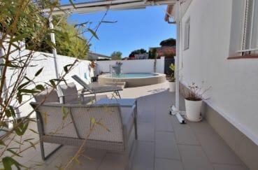 maison a vendre rosas, villa 76 m², belle piscine avec auvent rétractable