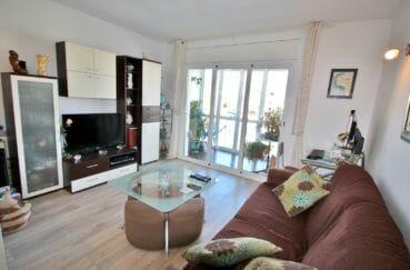 empuria immo: appartement 2 pièces 56 m², salon rénové avec son coin bureau, terrasse