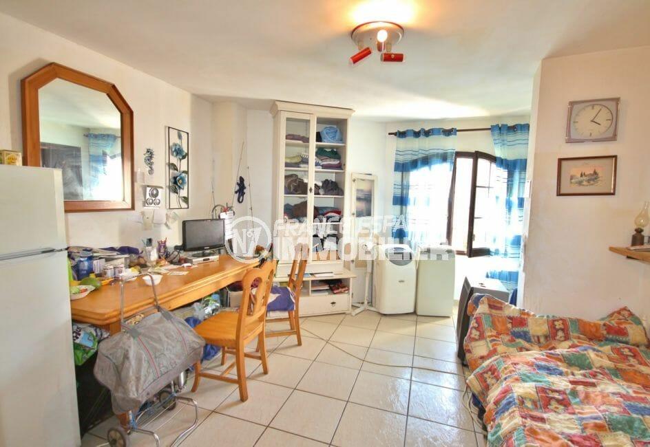 empuria immo: appartement 2 pièces 39 m², séjour bien agencé avec son coin cuisine